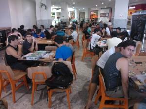 Jogadores da Dungeon Capixaba lotando a praça de alimentação.