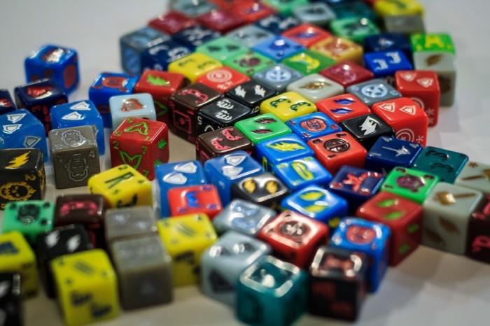 marvel-dice-master-avengers-vs-xmen-set-up-box_2-1024x682